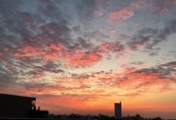 燃えるような朝の空